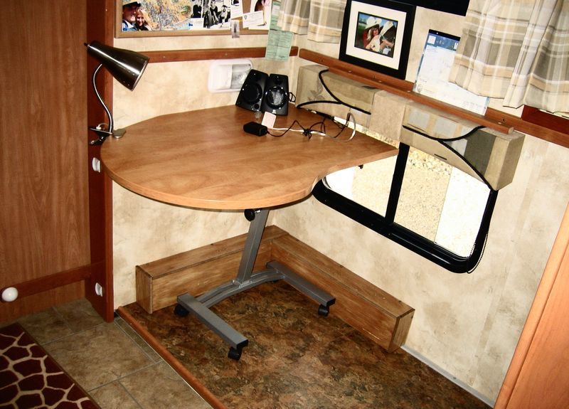 Desk area without legs