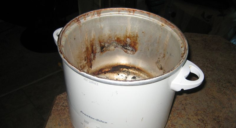Well used disgusting crockpot