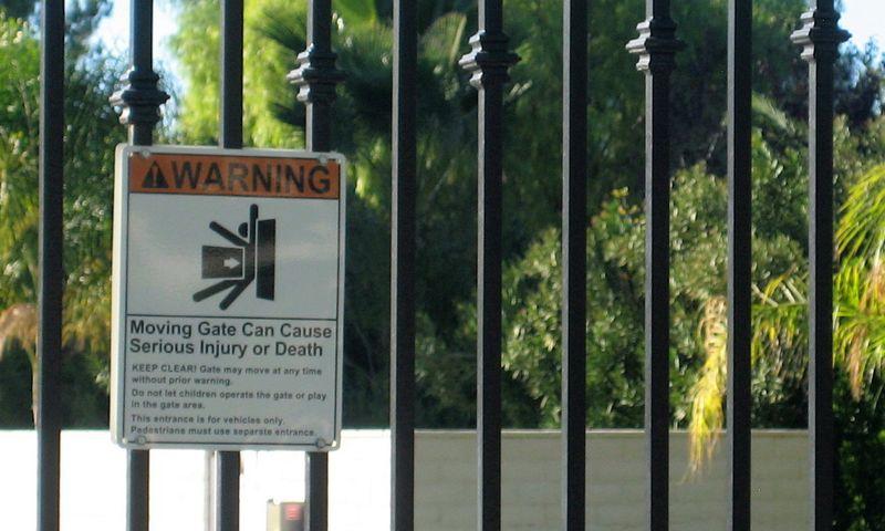 Entrance gate warning sign