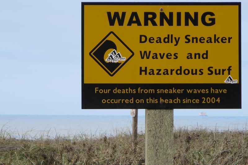 Deadly sneaker waves sign