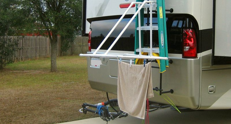 Outdoor laundry hanger in action